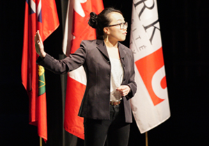 U of G grad student Jenny Liu presenting at the 2018 3MT provincial competition